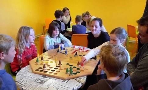 Die Abendstunden verbrachten die Sportlerinnen und Sportler mit Gesellschaftsspielen.