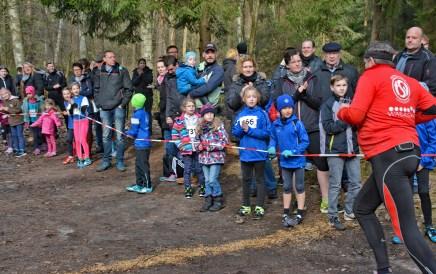 05: Bei besten Witterungsbedingungen applaudierte das Publikum für alle Teilnehmer des Crosslaufes im Großen Holz.