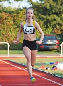 Anna Hilken siegte im Weitsprung mit einer Saisonbestleistung von 4,96 m.
