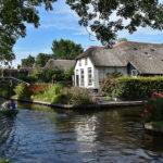 GIETHOORN – Il grazioso paesino dove si circola solo in barchetta