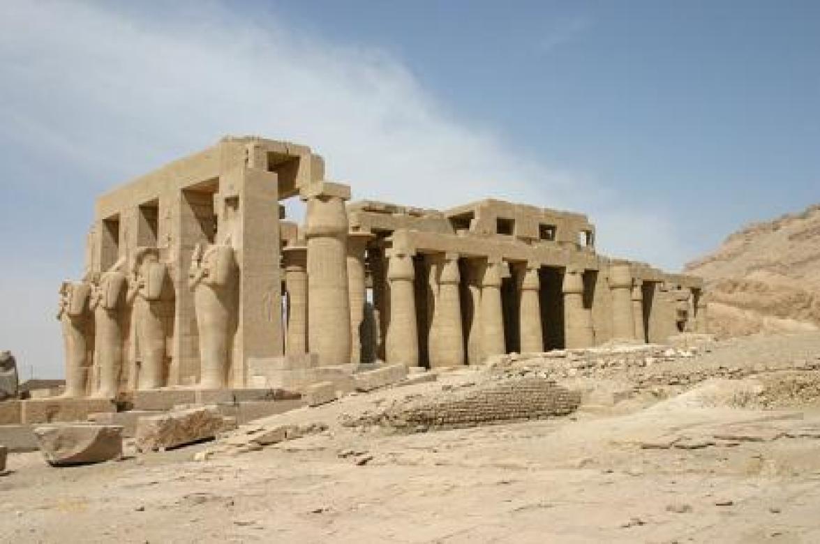Estatuas de Osiris en el Rameseo.