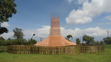 Tower that traps dew water, created by the Warka project