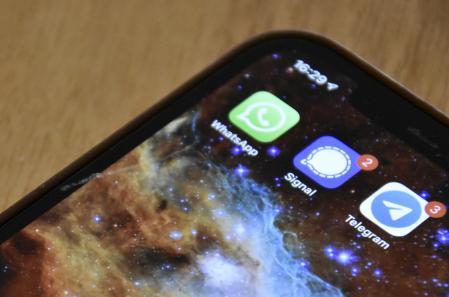 WhatsApp, Signal y Telegram se disputan a los usuarios de aplicaciones de mensajería.