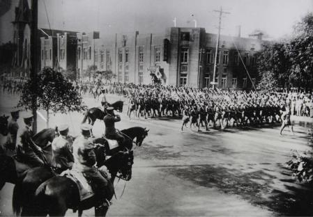Large military parade of the Japanese Kwantung Army on the occasion of the second anniversary of the Sino-Japanese conflict in Manchuria. In the foreground commander Tashire on horseback. About 1934. Photograph. (Photo by Imagno/Getty Images) *** Local Caption ***