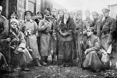 Voluntarios antibolcheviques durante la guerra civil rusa.