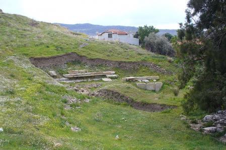 Restos del antiguo teatro de Focea.