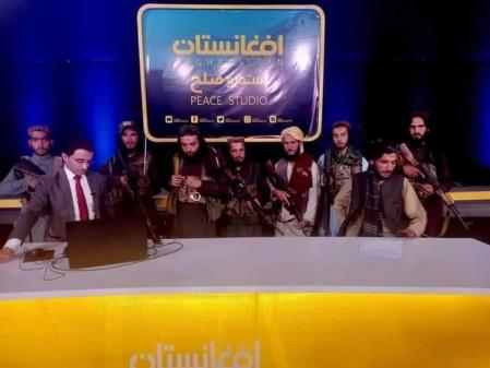 Los talibanes irrumpen en un plató de televisión en Afganistán
