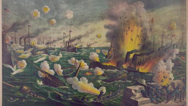 Desastre de Cavite, Filipinas, en el que la flota española, mandada por el almirante Montojo, es derrotada en desigual combate por la estadounidense y se pierde el archipiélago