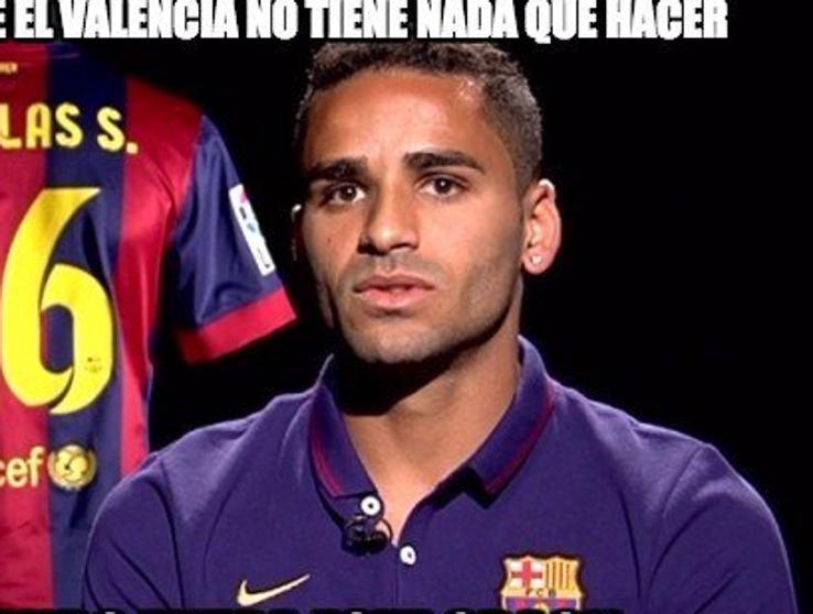 Em Negociacao Com O Cruzeiro Douglas Virou Meme No Barcelona