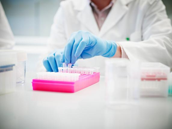 La medicina de precisión busca la terapia concreta para administrar en el momento correcto al paciente