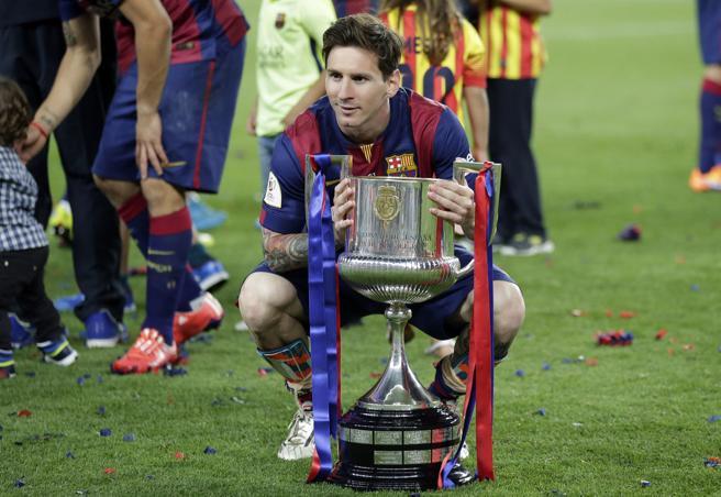 Leo Messi se fotografió a solas con la Copa del Rey