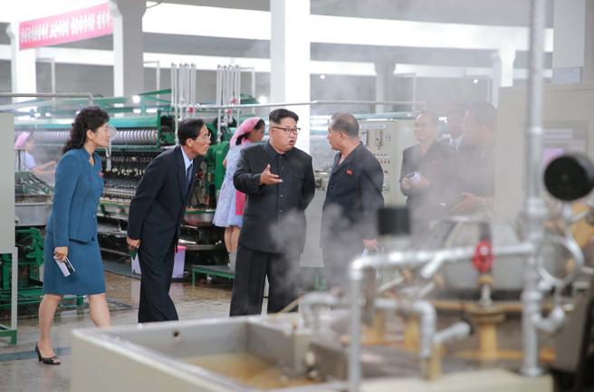 Kim Jong Un en una fábrica norcoreana