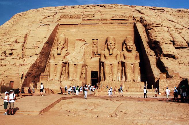 El complejo de Abu Simbel en Egipto es una de las construcciones más insólitas realizadas en el roca