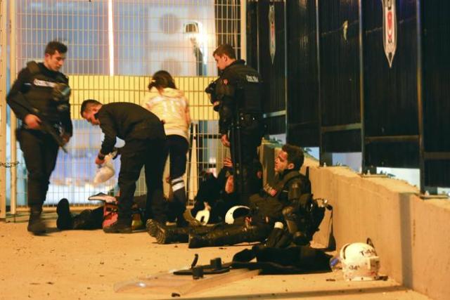 Policías turcos, en el lugar de la explosión