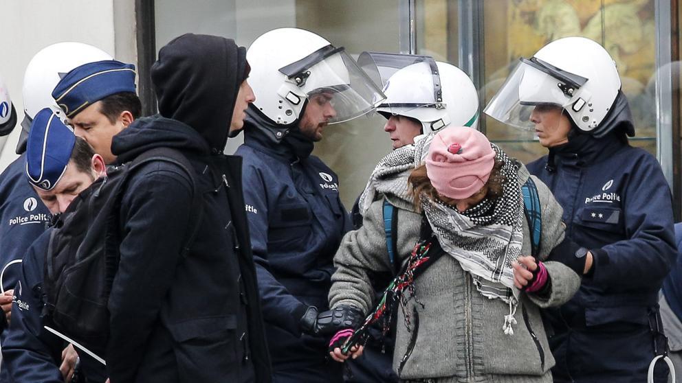 La Policía arresta a varios asistentes de una manifestación antifascista en Bruselas (EFE)
