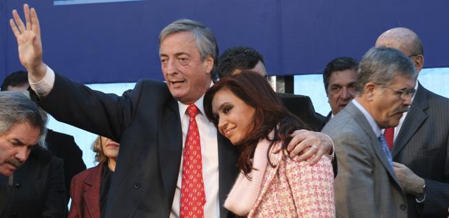 El matrimonio Kirchner enfrenta acusaciones por corrupción