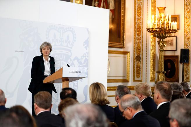 Theresa May durante la rueda de prensa