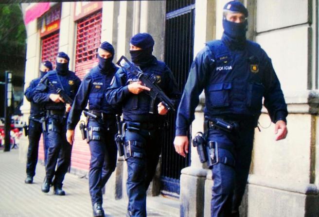 Gran despliegue policial en el área metropolitana de Barcelona