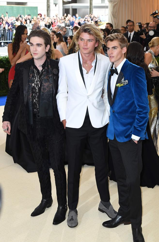 Gabriel-Kane Day-Lewis, Jordan Kale Barrett y Presley Walker Gerber. AFPHOTO / ANGELA WEISS