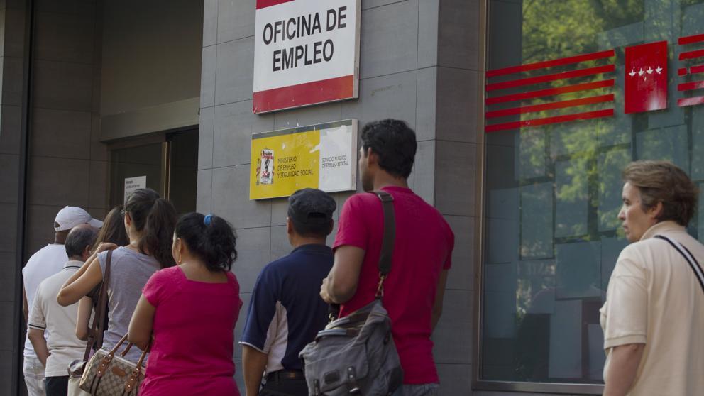 La Semana Santa deja la mayor bajada de paro de la historia: 129.281 desempleados menos