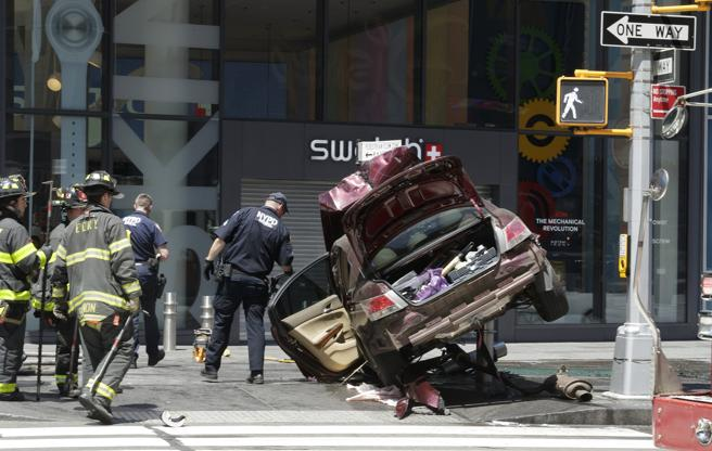 Vista del vehículo que ha atropellado a diez personas en Times Square, Nueva York