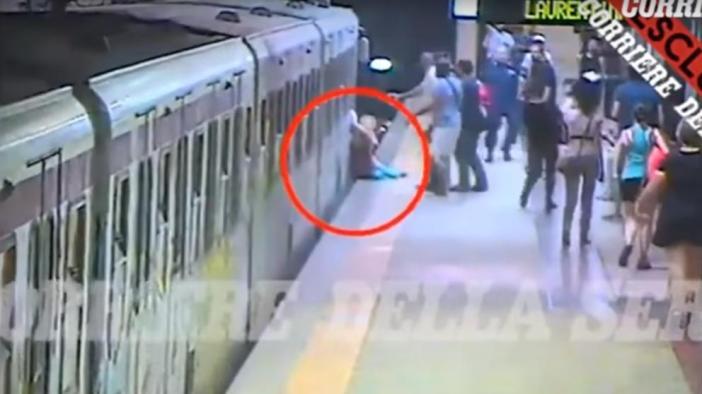 Una mujer queda atrapada en el Metro de Roma y es arrastrada por todo el andén