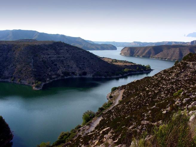 El río Ebro cerca del embalse de Mequinenza, en la franja catalana de Aragón