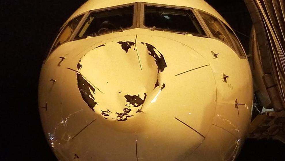 El avión de los Thunder sufre un aparatoso golpe en pleno vuelo