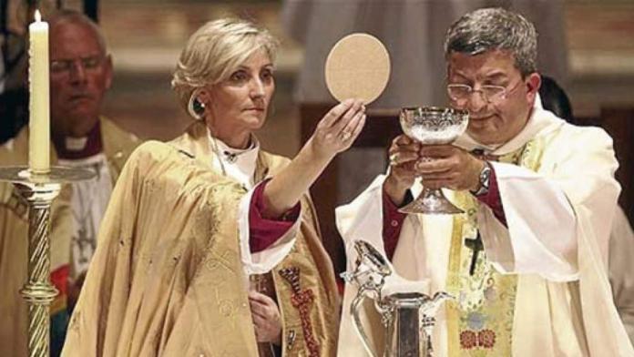 Resultado de imagen para Fotos: La Iglesia anglicana ordena a su primera mujer sacerdote