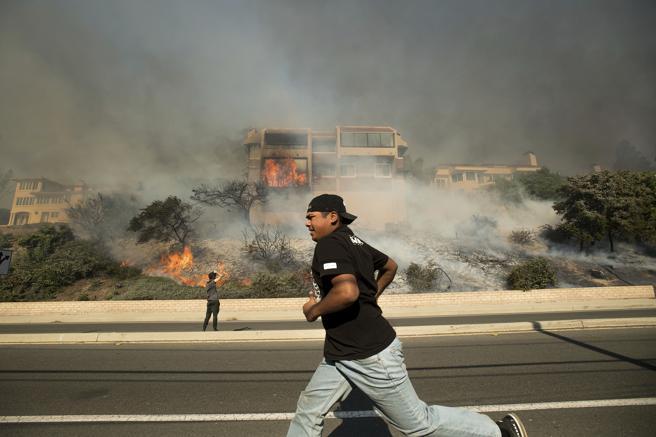 Las llamas han devorado al menos 150 edificios