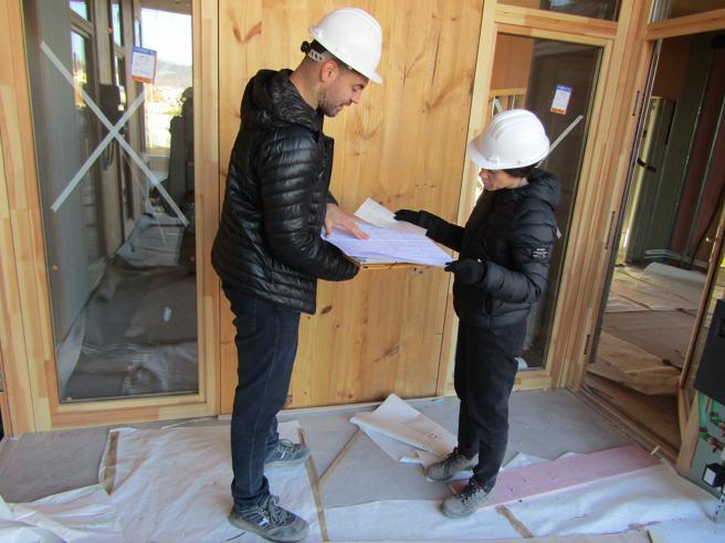 Los arquitectos Pol Massoni y Cristina Gamboa de la cooperativa Lacol