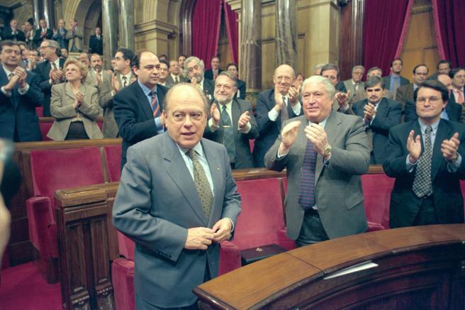 Artur Mas aplaude a Jordi Pujol en la sesión de investidura en 1995