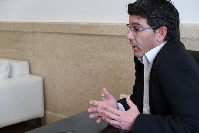 El presidente de la Diputación de Valencia, Jorge Rodríguez, durante la entrevista con La Vanguardia