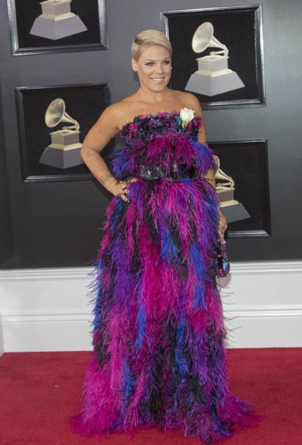 Pink en la alfombra roja de los premios Grammys