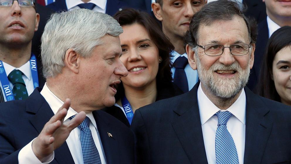 """Rajoy saca pecho ante los líderes de centro-derecha por su """"batalla"""" contra el separatismo"""