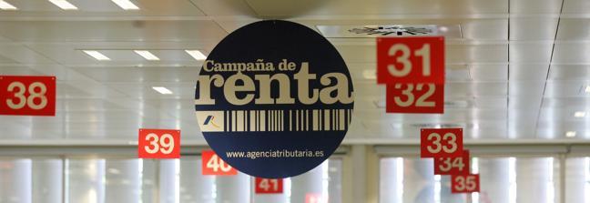 Detalle de un cartel de la campaña de la renta