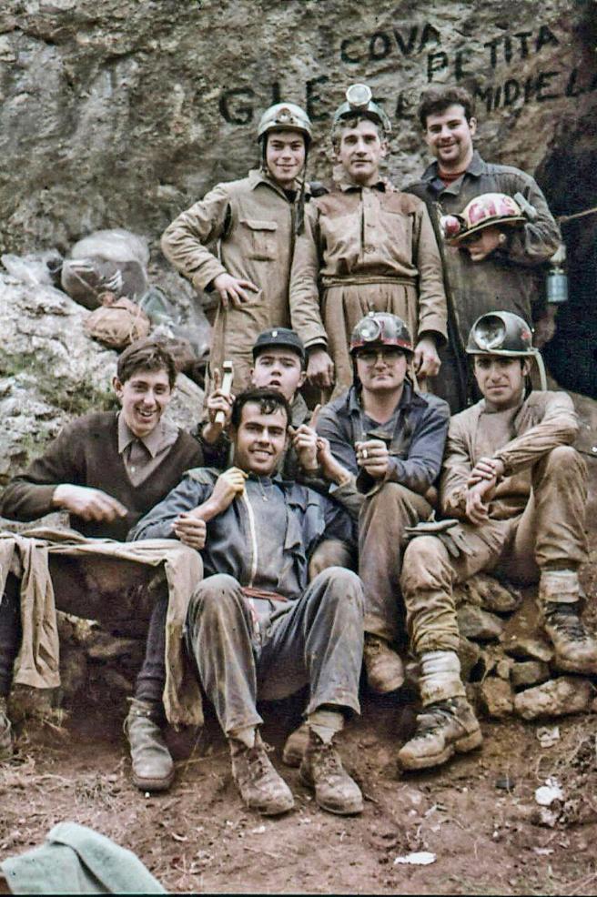 Imagen de uno de los primeros grupos que exploró estas cavidades, a finales de la década de los sesenta.