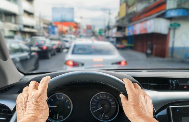 Conduce con suavidad para sumarle años a tu coche