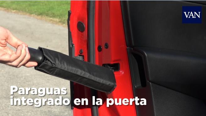 Los paraguas escondidos en las mismas puertas delanteras son un detalle muy Premium.