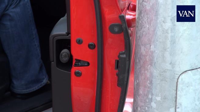 Este plástico retráctil protege las puertas del Kodiaq de golpes y desconchones de la pintura.