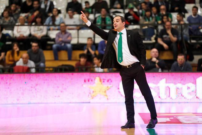 El entrenador del Divina Seguros Joventut, Carles Duran, durante el partido de liga Endesa contra el Herbalife Gran Canaria.