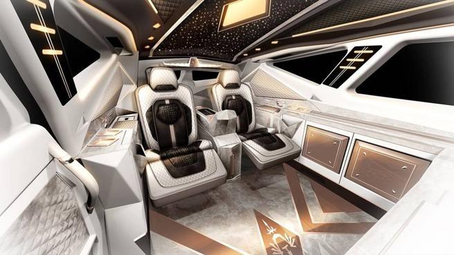 Como si de una limusina se tratara, el habitáculo ofrece todo tipo de comodidades para los pasajeros