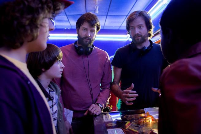 Ross y Matt Duffer, los creadores, en el rodaje.