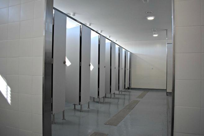 Los nuevos lavabos de la 'parrilla' de taxistas de la Terminal T1 del aeropuerto de Barcelona-El Prat