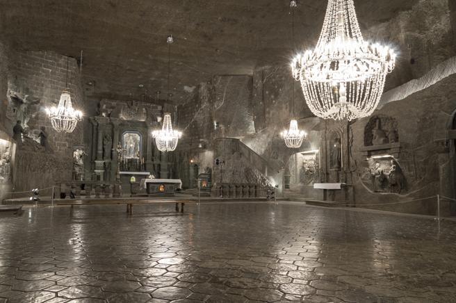 Interior de la capilla de Santa Kinga en la mina de sal de Wieliczka, cerca de Cracovia
