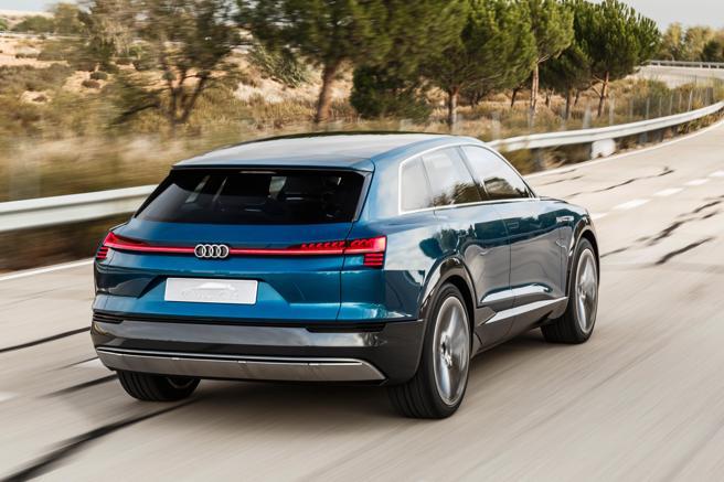 El Audi e-tron concept fu presentado en 2015