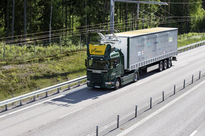 Camiones de Scania equipados con la tecnología de Siemens han estado probando otro tipo de carretera eléctrica en Suecia