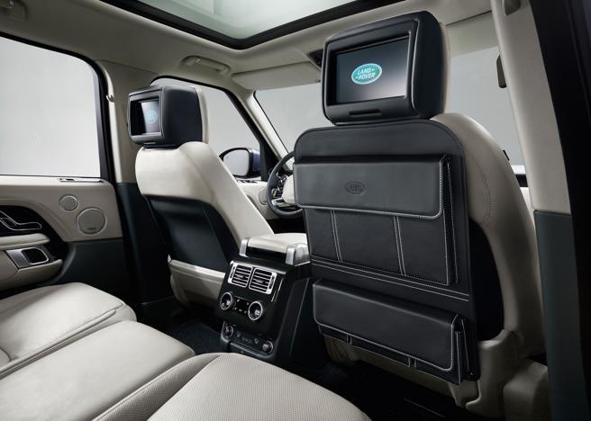 Los pasajeros posteriores también pueden entretenerse con las pantallas ubicadas en los reposacabezas de los asientos delanteros