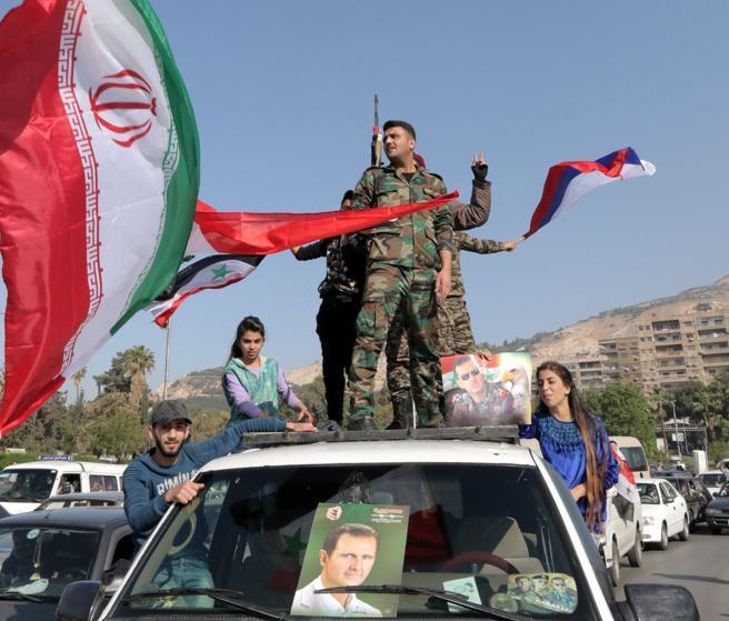 Soldados sirios protestan este sábado en Damasco tras el ataque