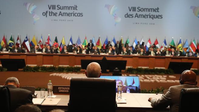 Sesión plenaria de la VIII Cumbre de las Américas este sábado en el Centro de Convenciones de Lima (Perú)